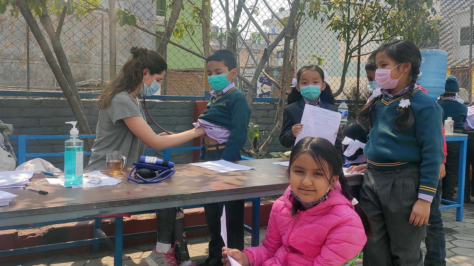 trabajo voluntario médico en nepal